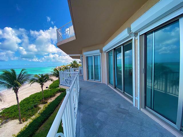 5-Love-Beach-Walk-Paradise-Island-Bahamas-Ushombi-13