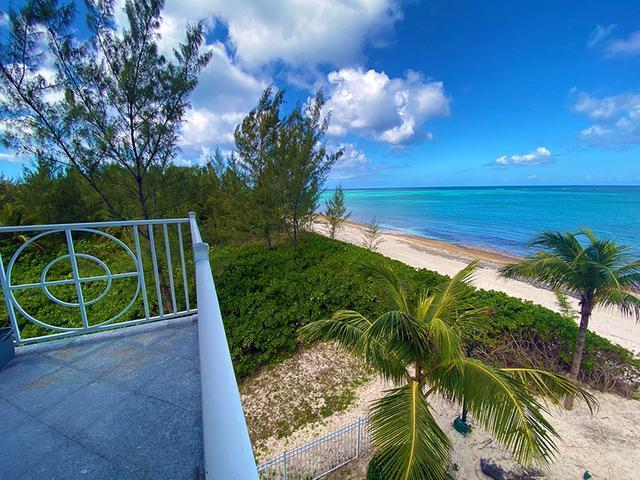 5-Love-Beach-Walk-Paradise-Island-Bahamas-Ushombi-14