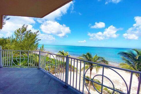 5-Love-Beach-Walk-Paradise-Island-Bahamas-Ushombi-15