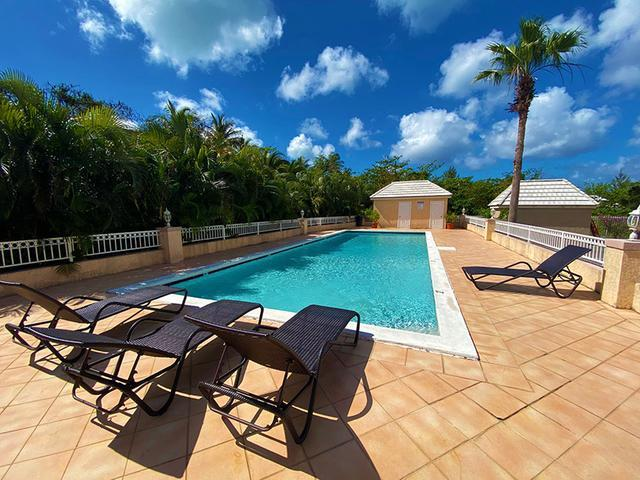 5-Love-Beach-Walk-Paradise-Island-Bahamas-Ushombi-19