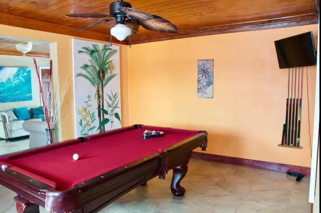 Tropical-Gardens-Nassau-Bahamas-Ushombi-11