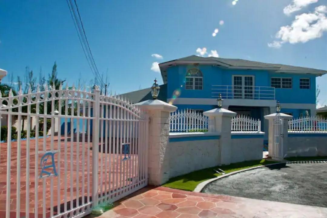 Tropical-Gardens-Nassau-Bahamas-Ushombi-2