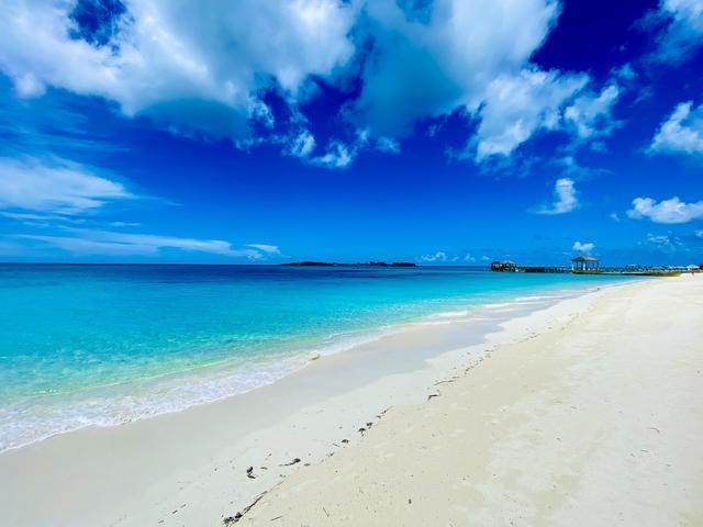 West-Bay-Street-Nassau-Bahamas-Ushombi-14