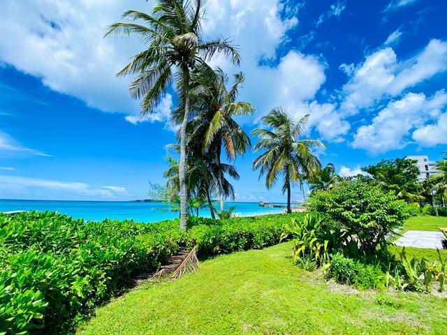 West-Bay-Street-Nassau-Bahamas-Ushombi-18