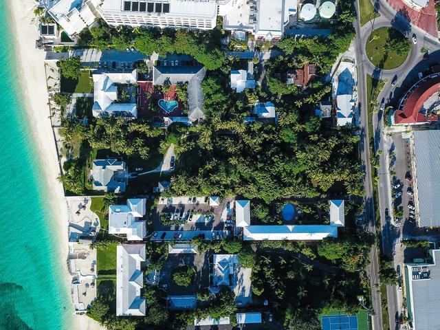 West-Bay-Street-Nassau-Bahamas-Ushombi-2