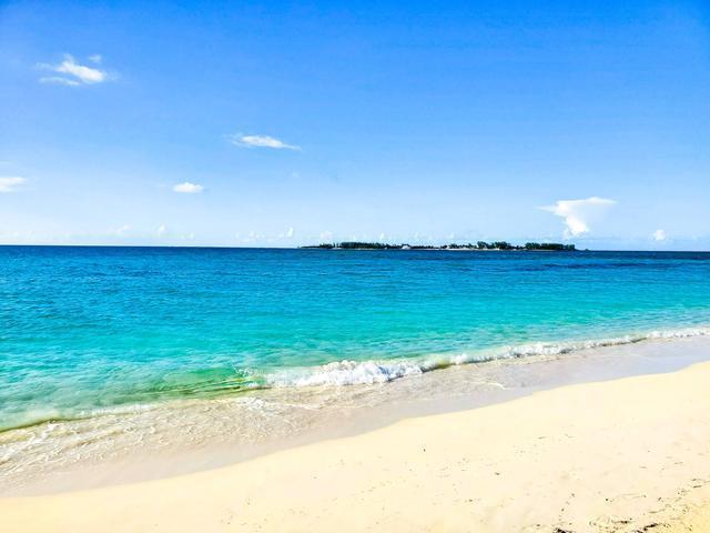 West-Bay-Street-Nassau-Bahamas-Ushombi-5