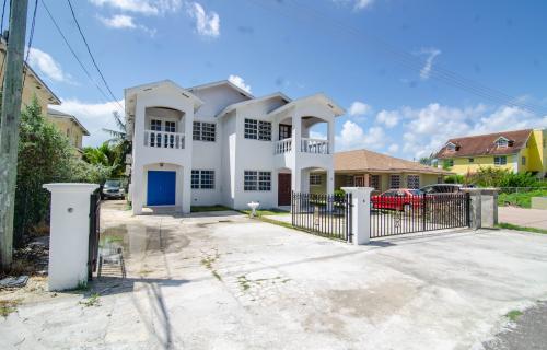 seabeach-estates-townhouse-bahamas-ushombi-1