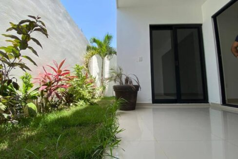Belle-19-Playa-del-Carmen-Mexico-Ushombi-9
