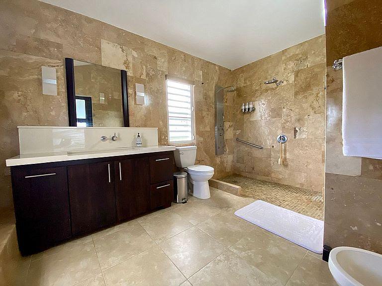 luxurious-home-in-rio-grande-puerto-rico-ushombi-11