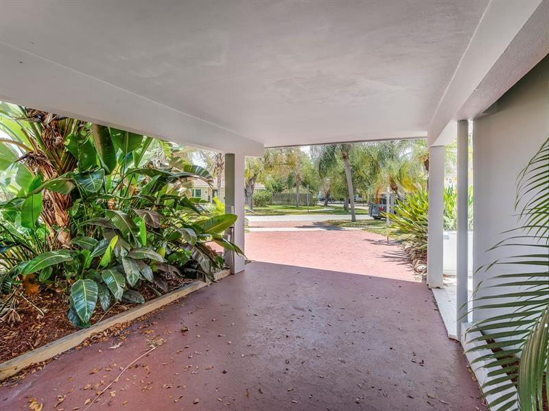 5661-Northeast-22nd-Ave-Fort-Lauderdale-Florida-ushombi-4