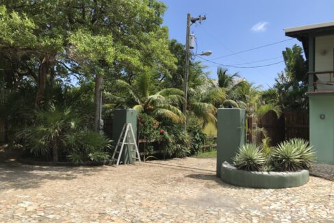 gibson-bight-waterfront-home-roatan-island-honduras-ushombi-3