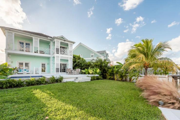 18a-royal-palm-cay-sandyport-cable-beach-new-providence-bahamas-ushombi-1
