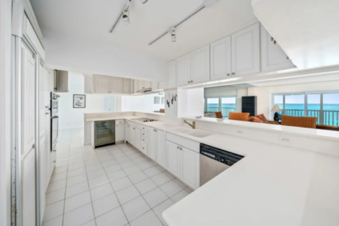 conchrest-penthouse-west-bay-street-conchrest-cable-beach-providence-bahamas-ushombi-3