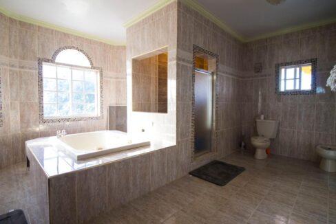 11-br-villa-for-sale-in-portland-portland-jamaica-ushombi-11