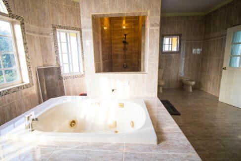 11-br-villa-for-sale-in-portland-portland-jamaica-ushombi-12