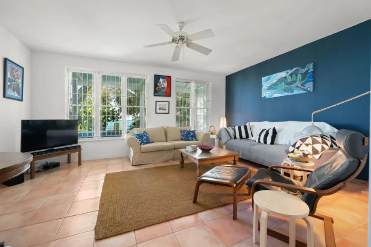ty-melyn-819-west-bay-street-tropical-gardens-west-bay-street-np-bahamas-ushombi-4