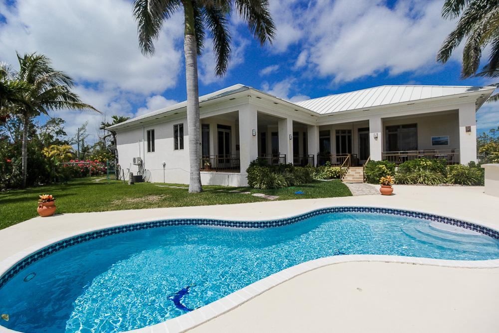 chic-canalfront-estate-in-fortune-bay-grand-bahama-freeport-bahamas-ushombi-1