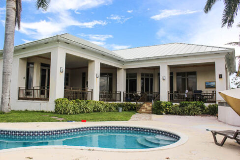 chic-canalfront-estate-in-fortune-bay-grand-bahama-freeport-bahamas-ushombi-21
