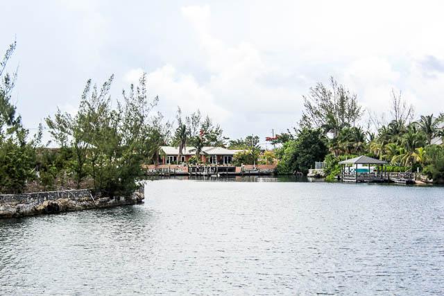 chic-canalfront-estate-in-fortune-bay-grand-bahama-freeport-bahamas-ushombi-23