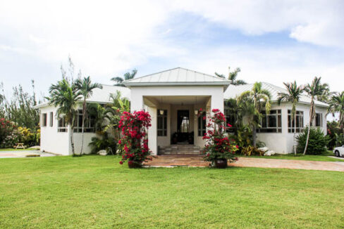 chic-canalfront-estate-in-fortune-bay-grand-bahama-freeport-bahamas-ushombi-25